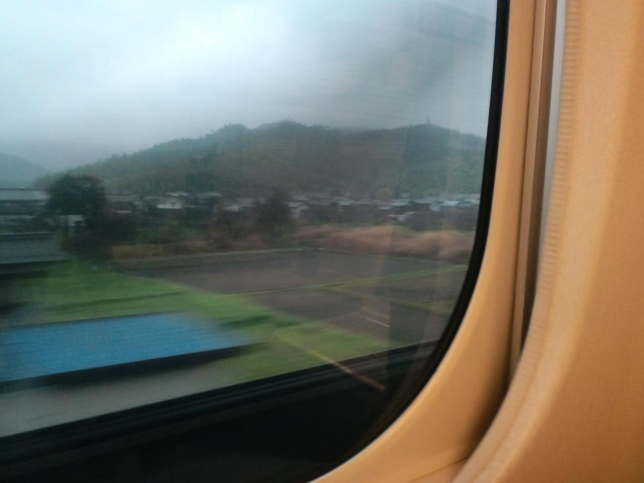 新幹線で移動中